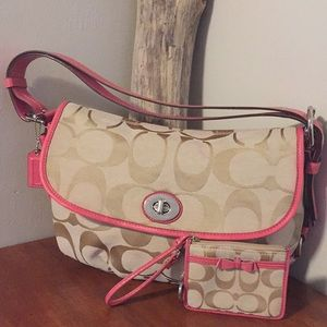 ⭐️ COACH pink/cream bag/wristlet set